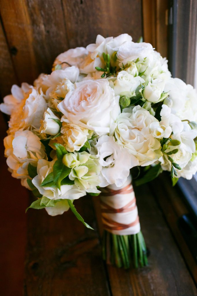 white and ivory bridal bouquet