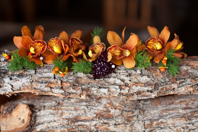 orange orchid boutonnieres_ susan pacek_cloud 9 (640x427)
