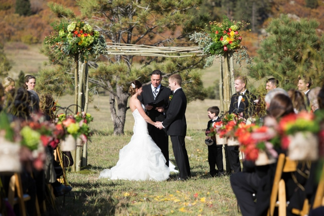 ranch wedding_ceremony arch_spruce mountain (640x427)