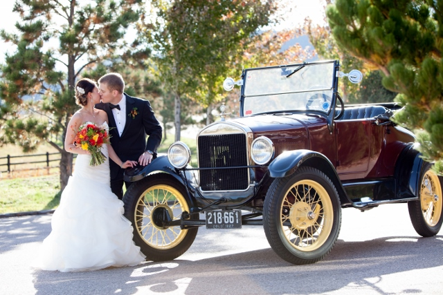 vintage car_ranch wedding_cloud 9 (640x427)