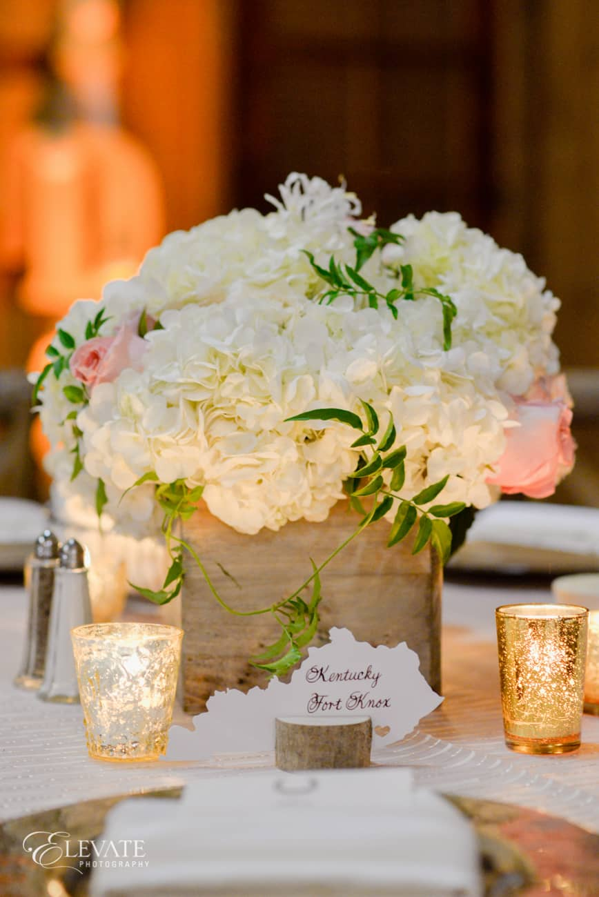 white and blush centerpiece