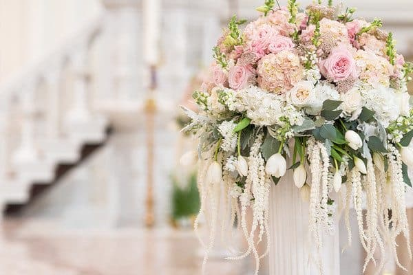 ceremony_flowers_blush-and-white_cloud-9_cathedral-of-immaculate-conception