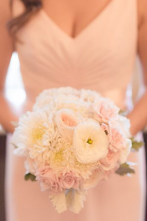 white-blush_bouquet_cloud-9_brown-palace