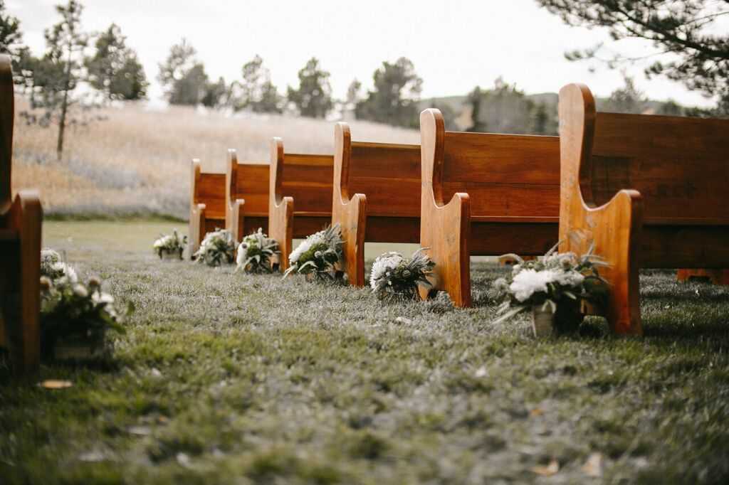 ceremony-flowers_organic_green_cloud-9_spruce-mountain-ranch